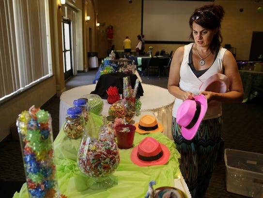 Jen Bolen, Jerika Bolen's mother, places hats for guests