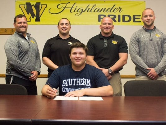 636313513775429443-Football---Eric-Lindstrom-College-Signing---Don-Dougherty.jpg