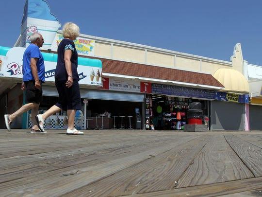ASB 0614 Seaside boardwalk