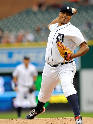 Tigers starting pitcher Alfredo Simon (31) pitches