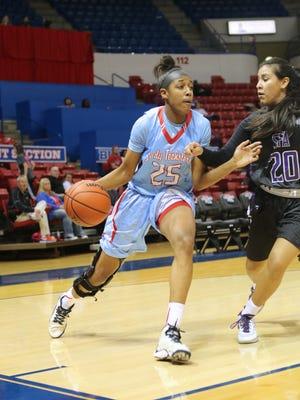 Brandi Wingate (left) is the LSWA Women's Basketball Player of the Week.