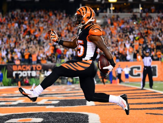 Cincinnati Bengals running back Giovani Bernard (25) high steps into the end zone for a touchdown during the third quarter against the Pittsburgh Steelers at Paul Brown Stadium.