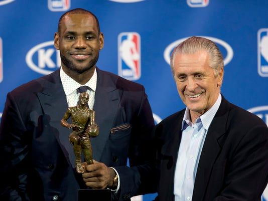 LeBron_James_Basketball_FLJC101_WEB579302