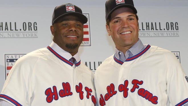 Ken Griffey Jr., left, poses with Mike Piazza at a press conference announcing they were both elected into the 2016 National Baseball Hall of Fame.
