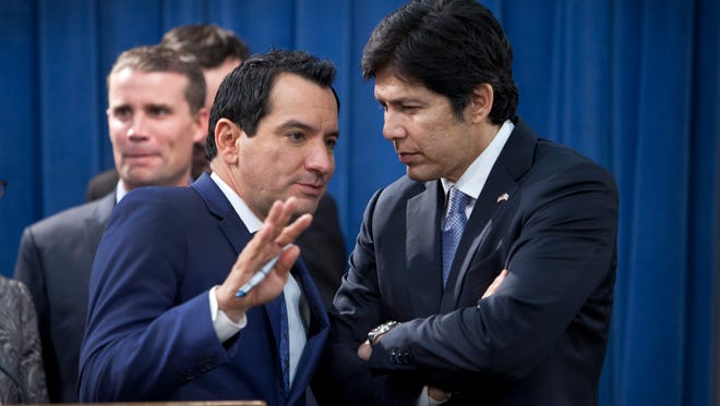 The California Legislature's top lawmakers, Assembly Speaker Anthony Rendon (left) and Senate President Pro Tem Kevin de León, both Democrats.