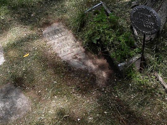 Revolutionary War veteran Jonathan Wilkinson's grave