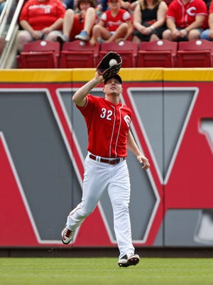 Cincinnati Reds right fielder Jay Bruce (32) catches a fly ball hit by the New York Mets' Juan Lagares in the first inning of a baseball game, Sunday, Sept. 27, 2015, in Cincinnati.