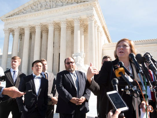 Samsung's attorney, Kathleen Sullivan, answers questions