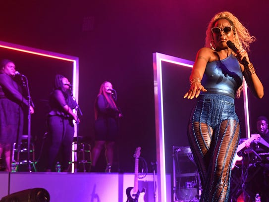 Mary J. Blige struts the stage at the Fillmore on Tuesday