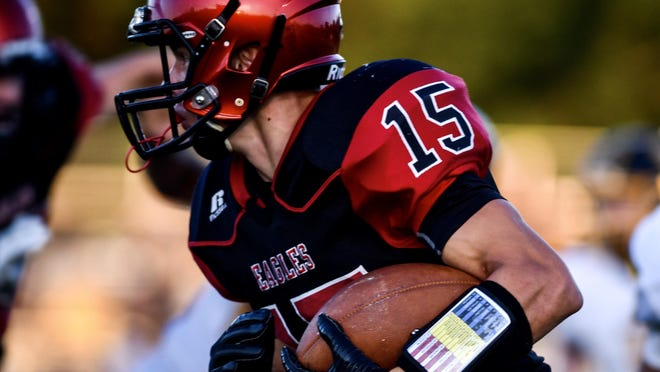 Southern Boone's Blake Dapkus (15) runs with the ball during a home game last season in Ashland.