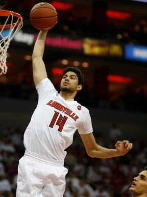 Louisville's Anas Mahmoud dunks after driving to the basket. Jan. 29, 2017.