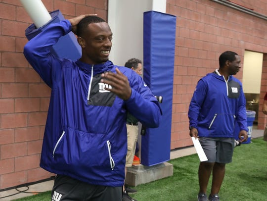 Giants cornerback Eli Apple leave the field house after