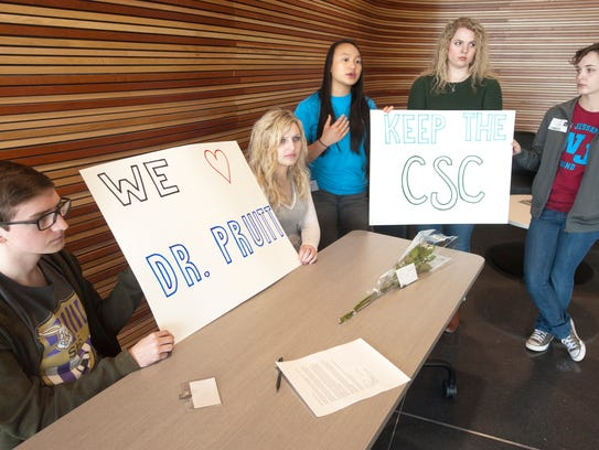 L-R: Will Powers, Kaeli Riggs, Allison Tu, Laura Duke and Evelyn Madill wait to meet with Wayne Lewis.