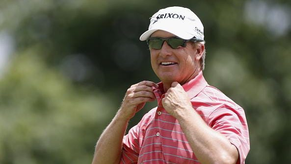 Shreveport's David Toms will play with Jordan Spieth in Sunday's final round of the Houston Open.
