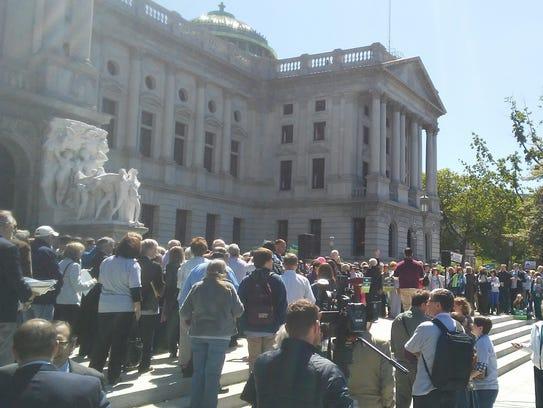 Supporters of legislative redistricting reform gather