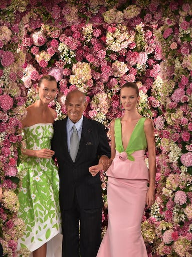Designer Oscar de la Renta, center, shares the runway