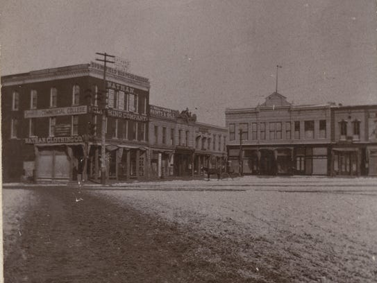 An ice-covered downtown square in Springfield in 1899.
