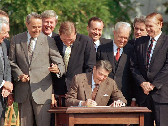 FILE - In this Oct. 22, 1986, file photo, lawmakers