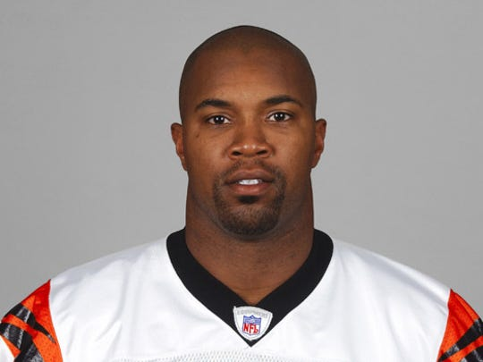 Kevin Hardy in 2004 with the Bengals