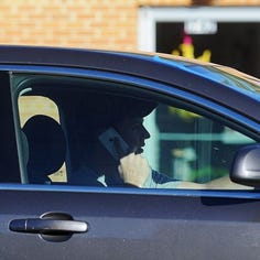 City Council to consider ban on phone calls, handheld electronics while driving in Sioux Falls