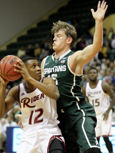 Michigan State guard Keenan Wetzel (15) guards against