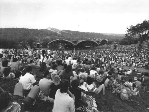 The crowd at the Grateful Dead concert at Alpine Valley