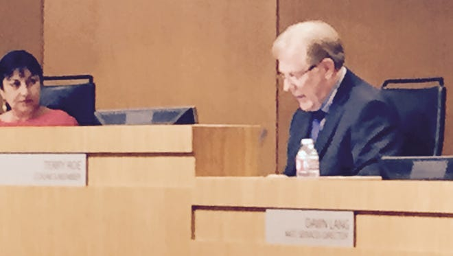 Chandler Council members Nora Ellen and Terry Roe, pictured at a council meeting earlier this year.