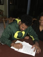 Oregon recruit Sione Vea Kava signs his letter of intent to play football for the Ducks.