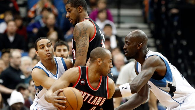 Portland Trail Blazers' Arron Afflalo drives past Minnesota Timberwolves' Kevin Garnett, right, as Trail Blazers' LaMarcus Aldridge sets a pick on Timberwolves' Kevin Martin in the first quarter of an NBA basketball game, Saturday, March 7, 2015, in Minneapolis.