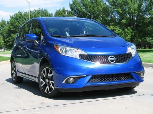 635755123070775856-2015-Nissan-Versa-Note-5-door