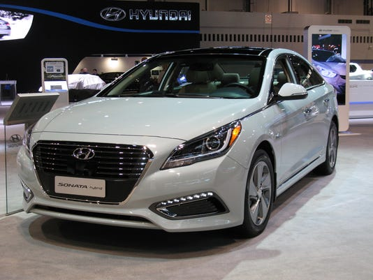 635794535377823472-2016-Hyundai-Sonata-Hybrid-sedan
