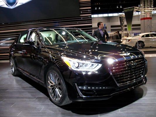 635957984209749199-2017-Genesis-G90-sedan.jpg
