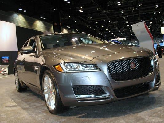 636109086609419558-2017-Jaguar-XE-sedan-.jpg