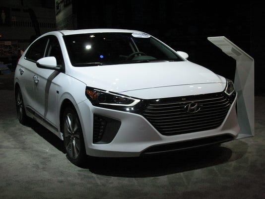636432316160522937-2017-Hyundai-Ioniq-hybrid-2-.JPG