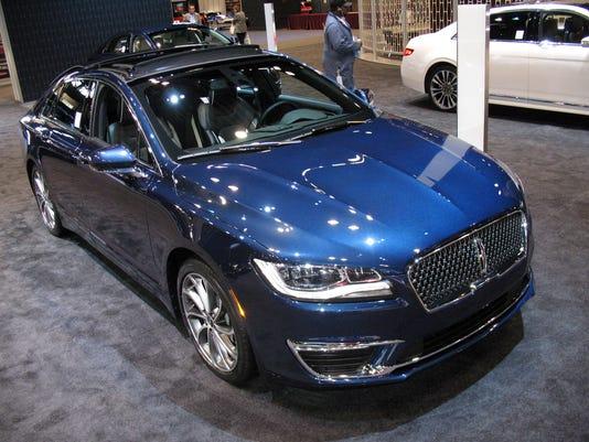 636453232698885242-2017-Lincoln-MKZ-sedan-.JPG