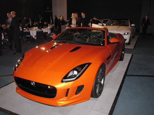 636472170946275063-2017-Jaguar-F-TYPE-convertible.JPG