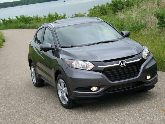 636492888090223015-2017-Honda-HR-V-crossover.jpg