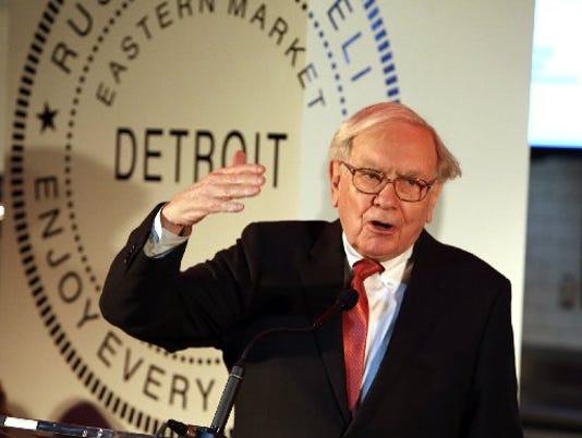 635608905347575854-Warren-Buffett-in-Detroit