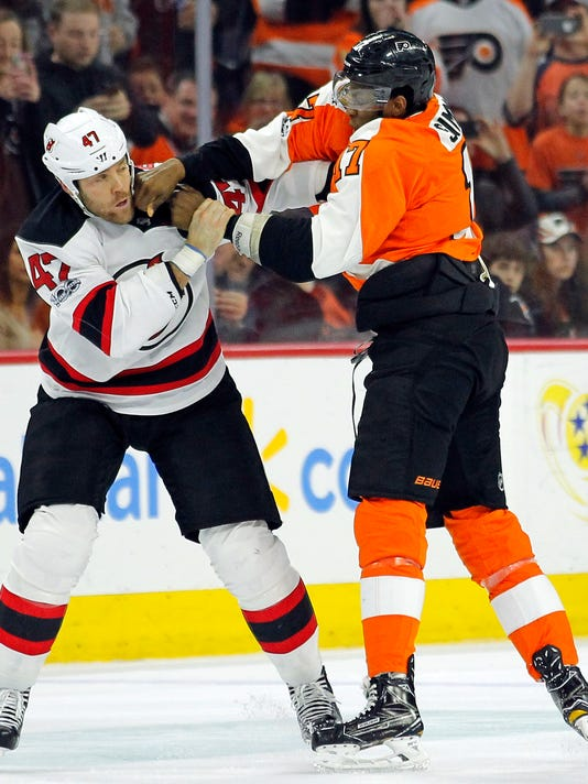 New Jersey Devils' Dalton Prout, left, and Philadelphia Flyers' Wayne Simmonds fight during the second period of an NHL hockey game, Saturday, April 1, 2017, in Philadelphia. The Flyers won 3-0. (AP Photo/Tom Mihalek)