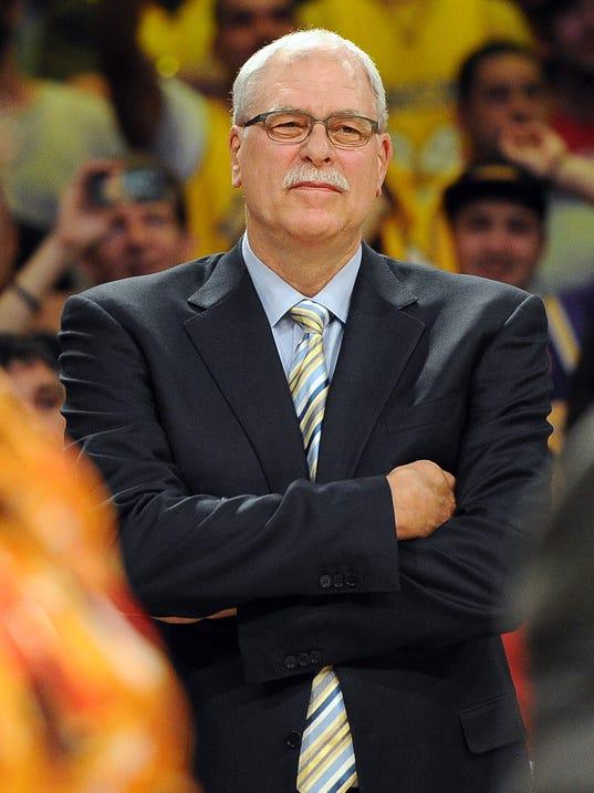 3-2-phil-jackson-coach