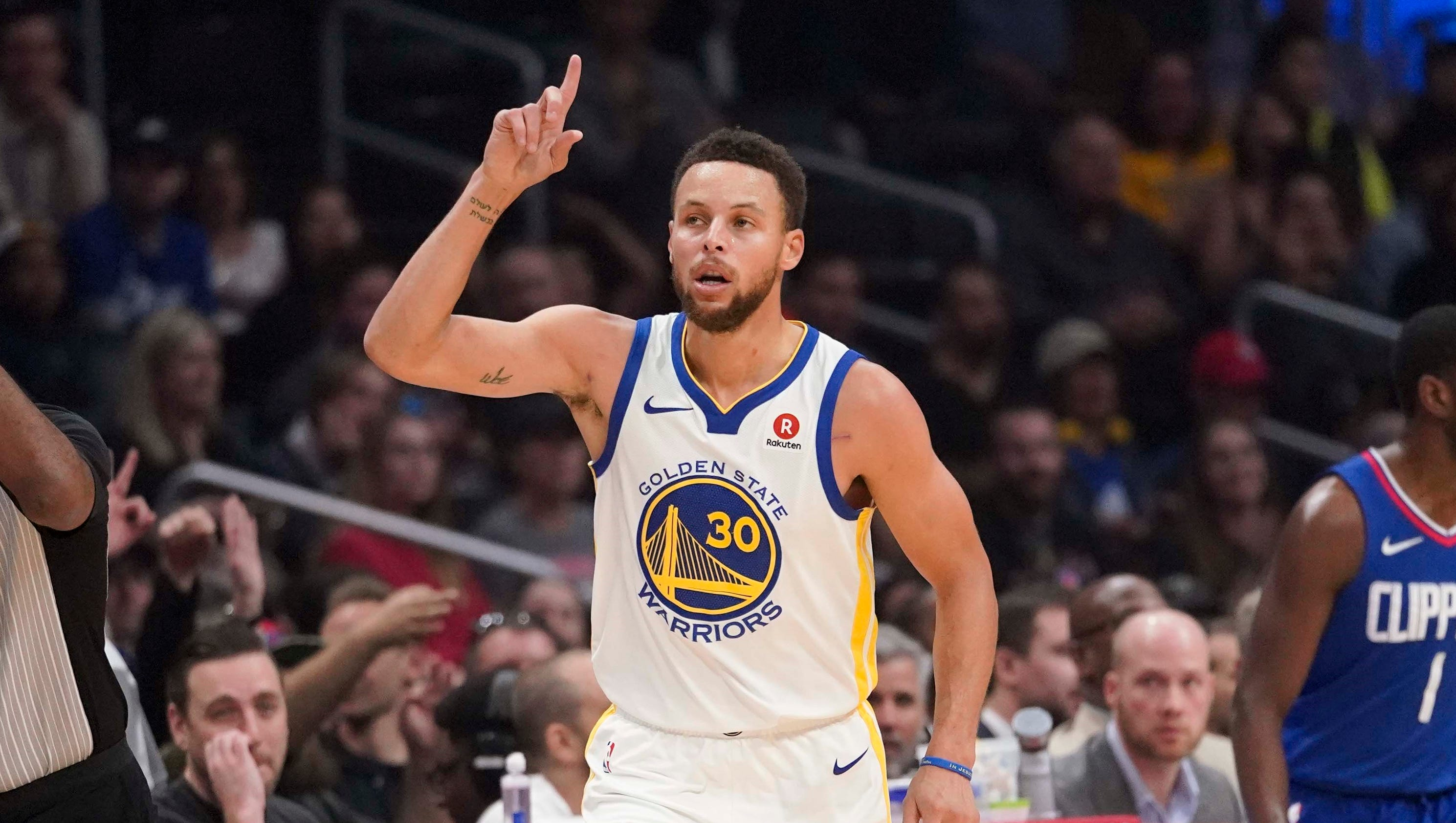 Steph Curry scores 45 in three quarters as Warriors handle ...