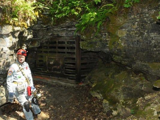 -DCA 0604 horseshoe bay cave 1.jpg_20140602.jpg