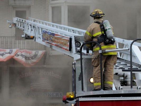 -MNJ 0813 DOWNTOWN FIRE 02.jpg_20130812.jpg