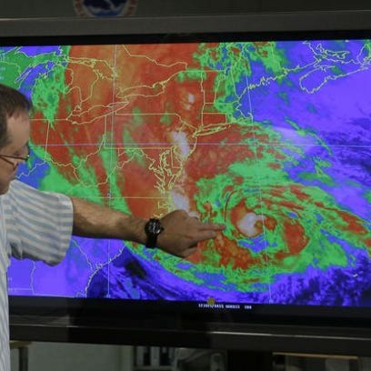 James Franklin, branch chief of Hurricane Forecast