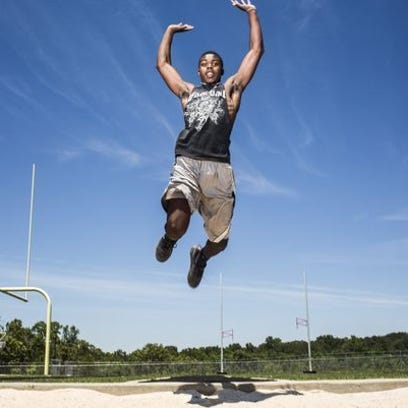 Keyshawn King has sign to compete in track and field