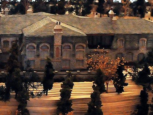 635969602177143479-DCA-0423-ellison-bay-manor-model.jpg
