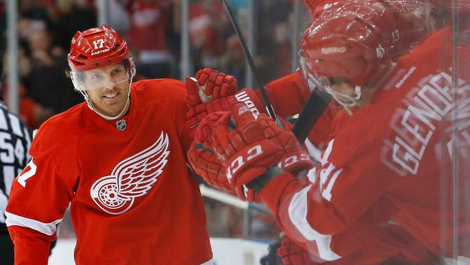Detroit Red Wings center Brad Richards, left, celebrates his shoot-out goal against the Buffalo Sabres on Tuesday, Dec. 1, 2015, in Detroit.