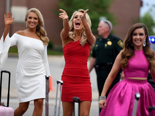 Miss Tennessee 2017 contestants make their entrance