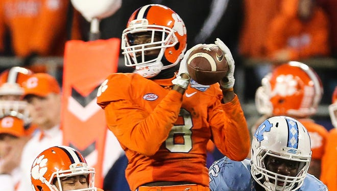 Clemson Tigers wide receiver Deon Cain (8) makes a catch during the third quarter in the ACC football championship game at Bank of America Stadium.