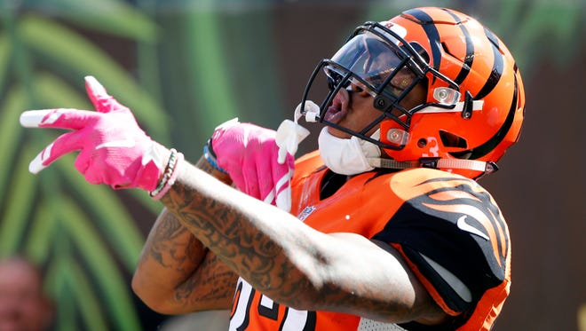Cincinnati Bengals running back Jeremy Hill (32) celebrates his rushing touchdown in the first half against the Kansas City Chiefs at Paul Brown Stadium.